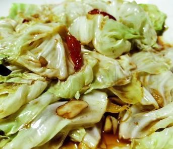 素菜中我最喜欢的一道 手撕包菜,多放点红辣椒